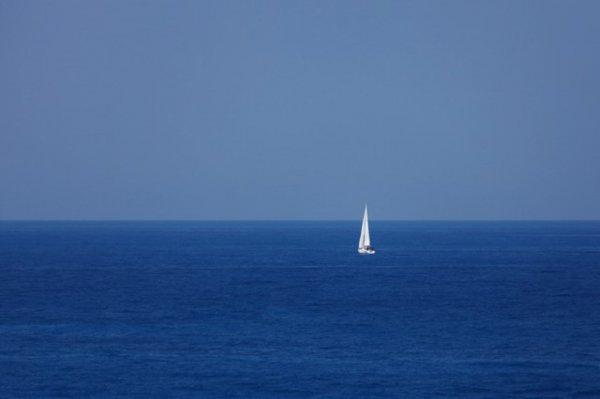 В Тихом океане нашли двух девушек, дрейфовавших на яхте пять месяцев