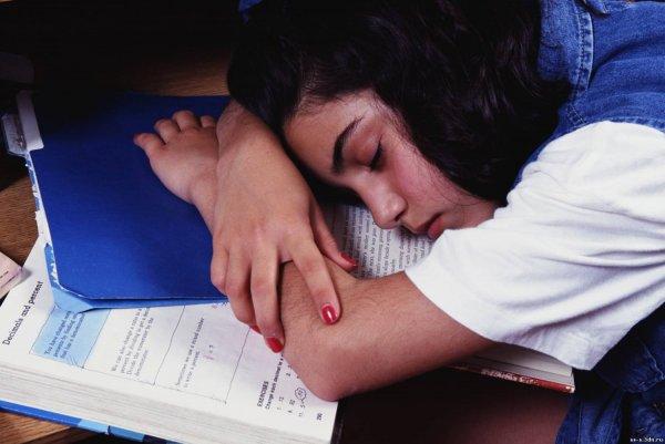 В Нижневартовске в школе ученица восьмого класса упала в алкогольный обморок