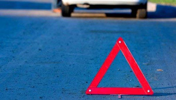 В Москве машину с мигалками протаранили на перекрестке