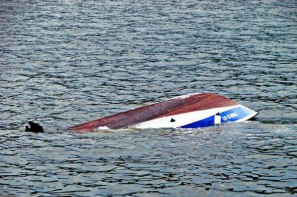 В Челябинской области перевернулась лодка с пятью пассажирами