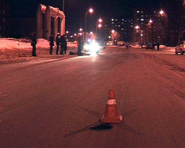 Автомобиль сбил трех человек на пешеходном переходе на юге Москвы
