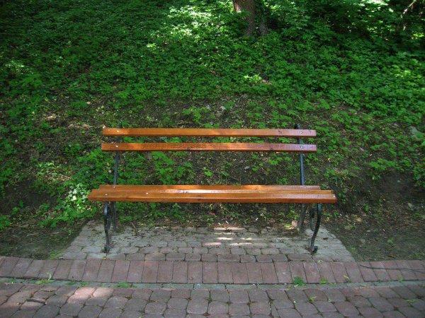 В Ульяновске труп мужчины обнаружили на скамейке