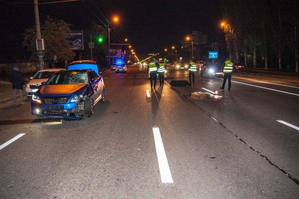 В Ростове Audi раздавило бетонной плитой с фуры