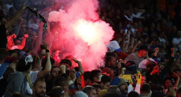 Во время матча кубка Англии загорелось футбольное поле