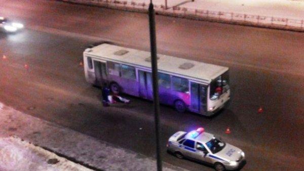 В Омске водитель автобуса насмерть сбил пешехода