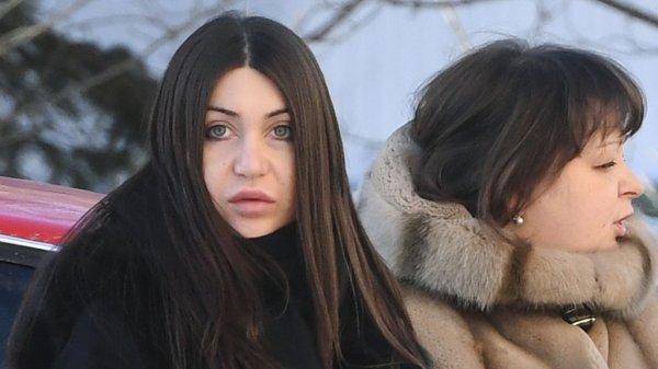 Пожизненно лишенная прав стритрейсерша Мара Багдасарян попалась за рулем Mercedes