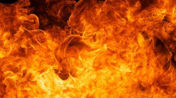 В Барнауле мужчина поджег себя под окнами жилого дома