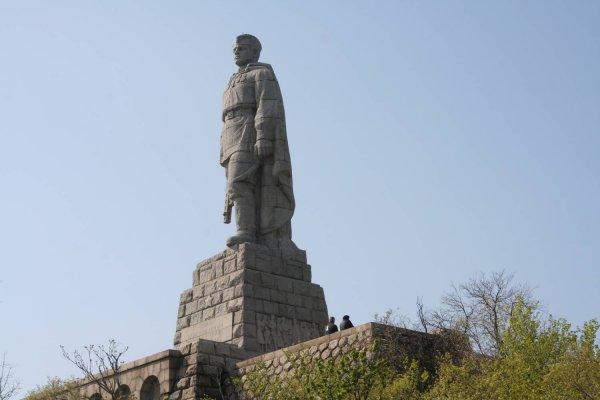 МИД Болгарии раскритиковал атаку вандалов на памятник «Алеша» в Пловдиве