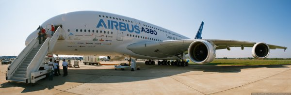 Крупнейший в мире авиалайнер зашел на посадку в Новосибирске