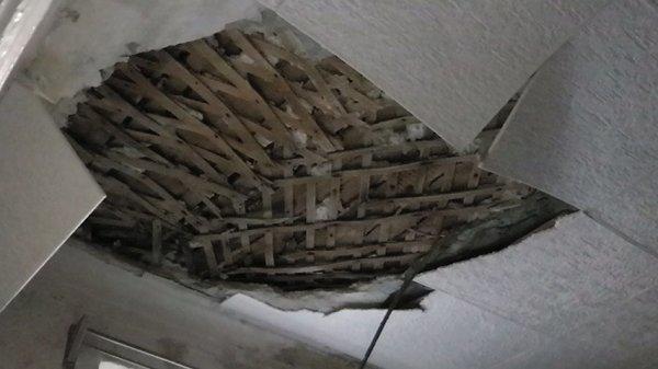 В Ростове во время урока потолок упал прямо на детей
