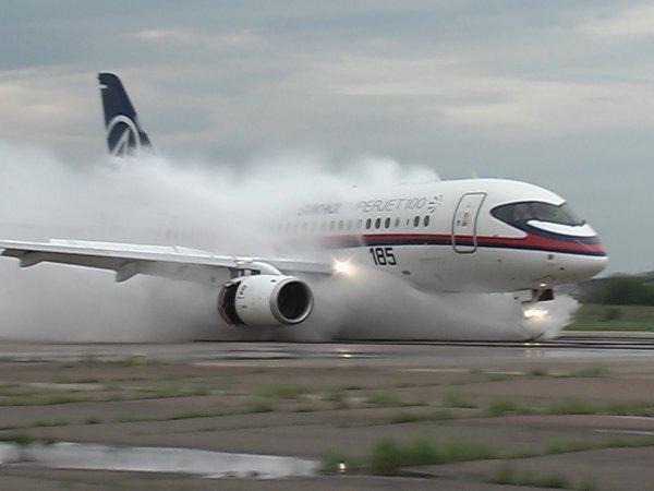 В Тюмени экстренно сел самолёт из-за болезни стюардессы