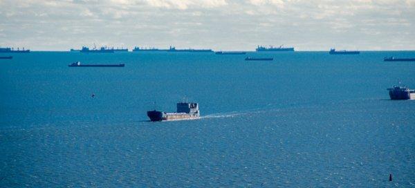 Экипаж сообщает о бедственном положении судна в Керченском проливе