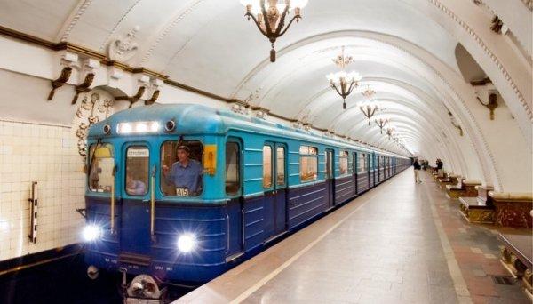 На двух станциях метро Москвы произошел сбой