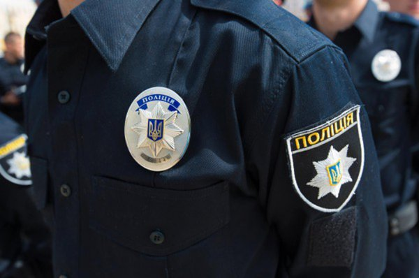 В Киеве подростки-радикалы разгромили киоски возле метро