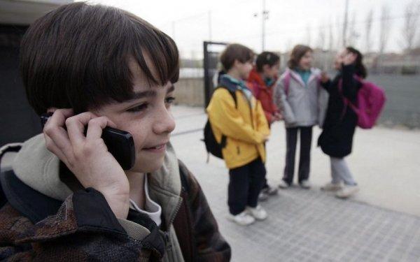 В Барнауле школьники попали в больницу из-за задымившегося мобильного телефона