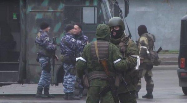 Пулемёты, треноги, танки: Вооруженные люди всколыхнули ЛНР