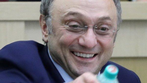 Сенатор Сулейман Керимов отпущен под залог в 5 миллионов евро