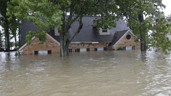 В Вашингтоне 250 человек эвакуировали из-за сильного наводнения