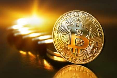 Курс биткоина впервые превысил 10 000 долларов