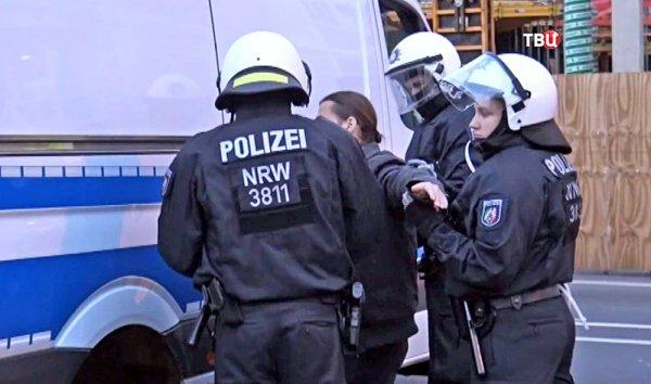 В Германии пьяный мужчина с ножом напал на бургомистра города Альтена