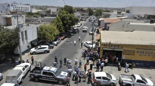 В Мексике погиб один человек из-за крушения военного вертолёта