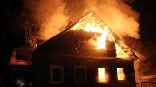 В Подмосковье в частном доме случился пожар, есть погибшие
