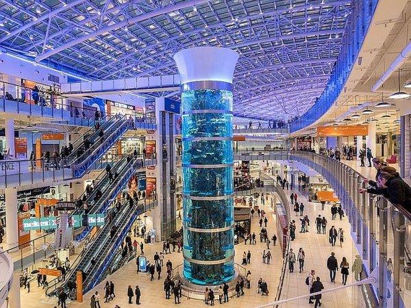 ВМоскве из-заугрозы взрываэвакуируют торговый центр «Авиапарк»