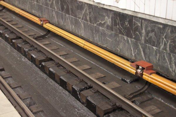 В метро Новосибирска женщина упала на рельсы