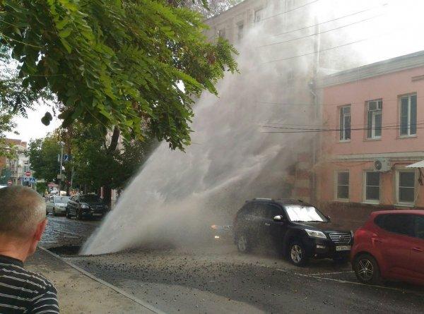 В Ростове на Пушкинской произошла коммунальная авария