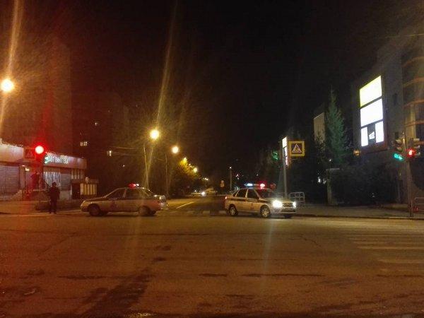 В Санкт-Петербурге фура высыпала на дорогу гору стекла