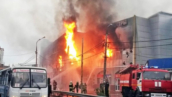 В Сети появилось видео пожара в ТЦ «Мега Мир» в Оренбурге
