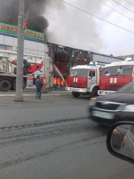 В Оренбурге в ТЦ «Мир» обрушилась кровля в результате пожара