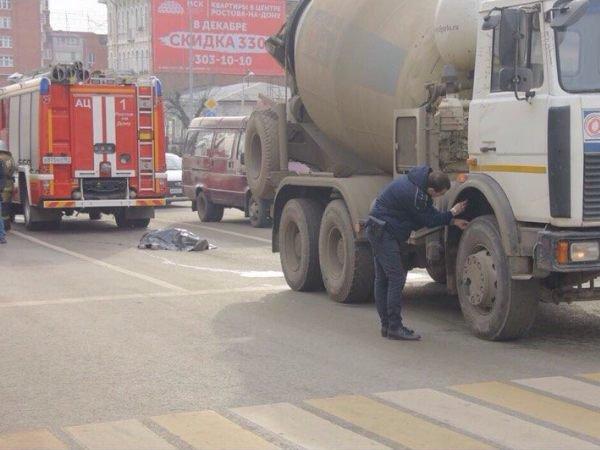 В Ростове водитель бетономешалки сбил двоих людей, один погиб