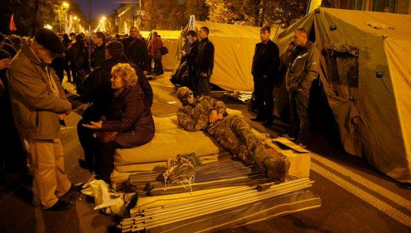 Неизвестные атаковали лагерь сторонников Саакашвили у Верховной рады