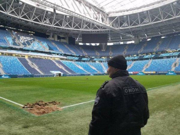 Поле стадиона «Санкт-Петербург» частично вспахали из-за бомбы