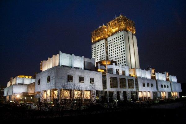 300 человек эвакуированы из здания РАН из-за подозрительной коробки