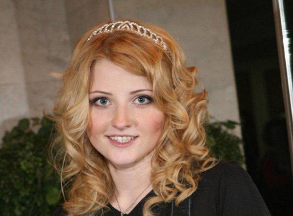 Солистка Лера Массква очутилась в больнице после пожара в московской квартире