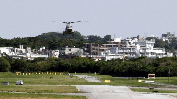 В Японии часть военного вертолета США упала на школьника