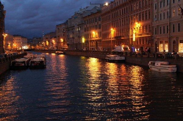 В Санкт-Петербурге подросток ударил ногой бездомного в лицо