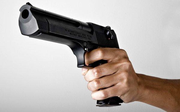 Двое подростков обокрали магазин орудия в Бийске