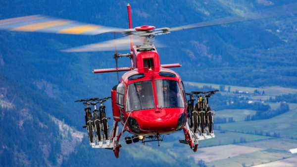 При падении вертолета в Канаде погибли четыре человека