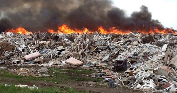 Под Екатеринбургом был ликвидирован крупный пожар на свалке