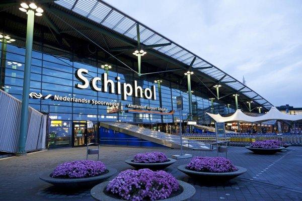 В аэропорту Амстердама полиция открыла огонь по вооруженному мужчине