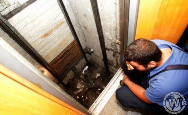 На севере Москвы лифт с пассажирами упал в шахту