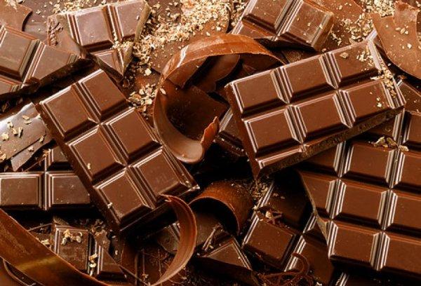 Коты-сладкоежки: Фура с шоколадом и кошачьим кормом исчезла по дороге в Ленобласть