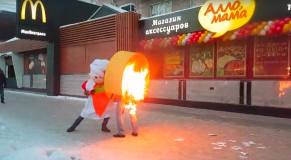 В Новосибирске промоутер поджег конкурента