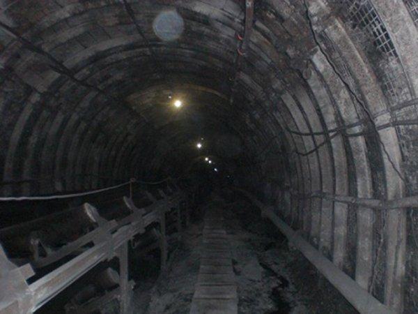 Спасатели преодолели 3 из 14 метров до заблокированных в Кузбассе шахтеров