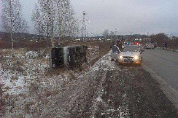 В Свердловской области перевернулся рейсовый автобус