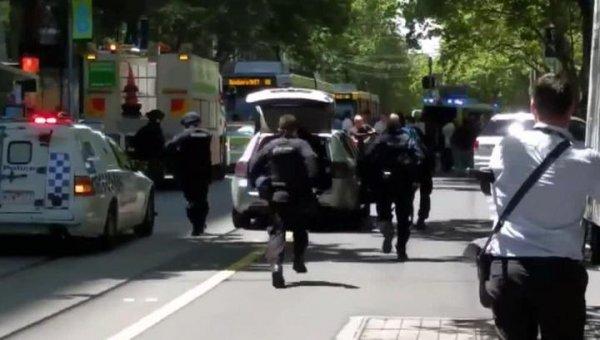 В Мельбурне у задержанного по делу о наезде на пешеходов нашли сумку с ножами