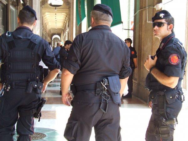 От взрыва самодельной бомбы в Неаполе погиб один человек